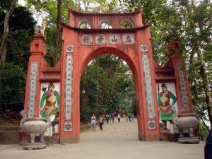 Khu di tích đền Hùng vào mùa lễ hội