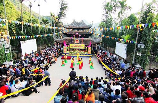Đi lễ hội chùa Hương sẽ có gì?